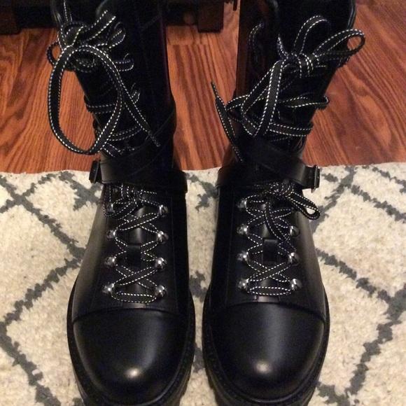 cc018025c11 🤩TRADE🤩NWTValentino Garavani leather combat boot